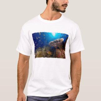 Mer de corail - le T-shirt des hommes tropicaux de