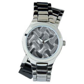 Mercury et la montre argentée enveloppante des