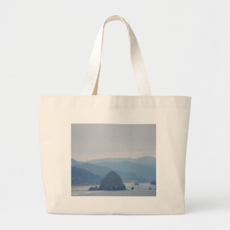 Meule de foin de plage de canon dans la brume sac en toile jumbo