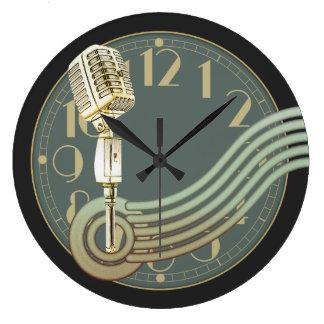 Microphone vintage grande horloge ronde