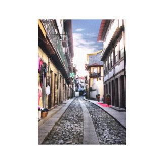 Middeleeuwse straat van Guimaraes, Portugal Canvas Afdruk