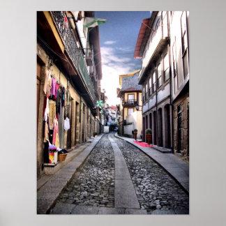Middeleeuwse straat van Guimaraes, Portugal Poster