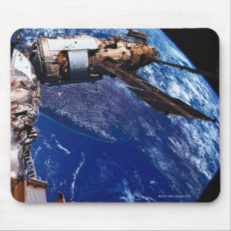 Mise sur orbite satellite dans l'espace 2 tapis de souris