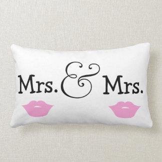 Mme et Mme deux cadeau de mariage de lèvres de Coussin