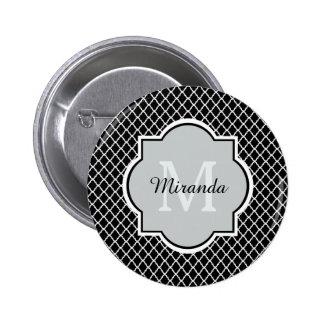 Modern Monogram Zwarte Witte Quatrefoil met Naam Ronde Button 5,7 Cm