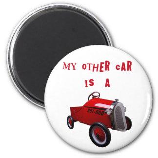 Mon autre voiture est un hot rod magnet rond 8 cm