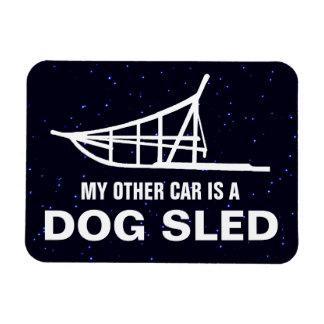 Mon autre voiture est une luge tirée par des magnets rectangulaires