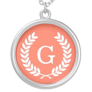 Monogramme blanc de corail d'initiale de guirlande bijouterie personnalisée