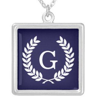Monogramme blanc d'initiale de guirlande de laurie bijouterie