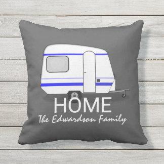 Monogramme de famille de maison de caravane de coussin d'extérieur