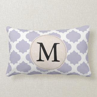 Monogramme fleuri de motif de lavande coussin rectangle