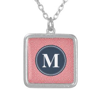 Monogramme grec rose de marine de motif principal collier