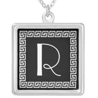 Monogramme principal grec de conception collier