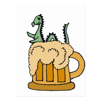 Monstre drôle de Loch Ness dans la tasse de bière Carte Postale