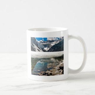 Montagnes givrées de lac winter de nature mug