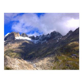 Montagnes rocheuses avec sec vers le haut du carte postale