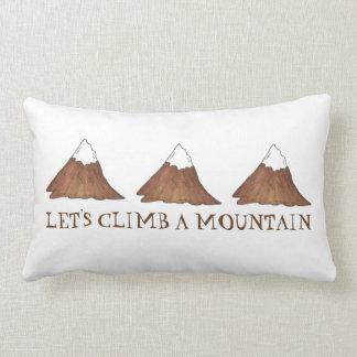 Montons un coussin de montagnes d'alpinisme