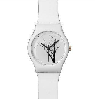 Montre blanche d'arbre d'automne