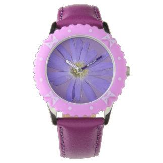 Montre-bracelet pourpre classique de marguerite de montres