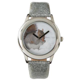 Montre Écureuil dans la montre-bracelet de neige