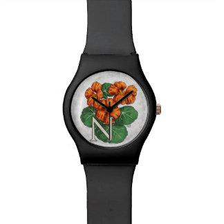 Montre N pour le monogramme d'alphabet de fleur de