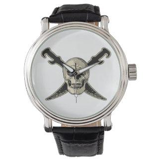 Montre Pirate (crâne) -  en cuir vintage noir fait sur