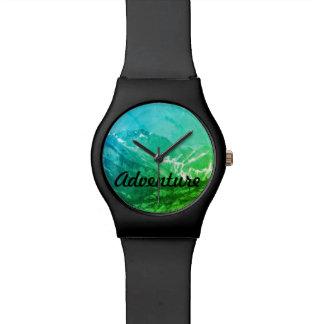 Montre verte de montagnes d'été