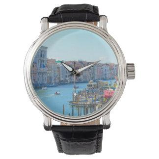 Montres Bracelet Bateaux dans les canaux de Venise Italie