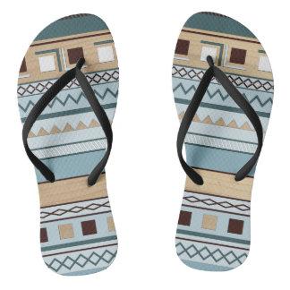 Motif aztèque dans le grain bleu et en bois tongs