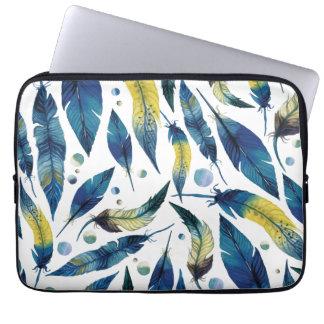 Motif bleu de plumes d'oiseau d'aquarelle housse ordinateur portable