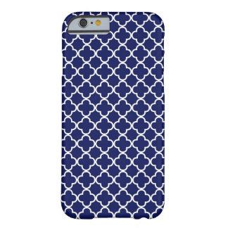 Motif bleu-foncé de Quatrefoil Coque Barely There iPhone 6