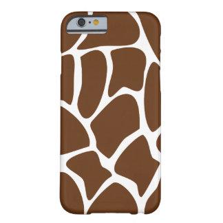 Motif de girafe dans Brown foncé Coque Barely There iPhone 6