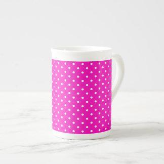 Motif de point de polka de rose choquant et de bla mug