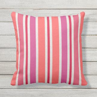 Motif | de rayures d'été rose et rouge coussin décoratif