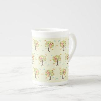 Motif des arbres et des oiseaux mug