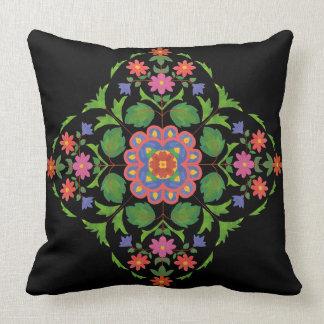 Motif floral brillamment coloré de Rangoli sur le Coussin