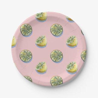Motif jaune coupé de peinture de citron de rose en assiettes en papier