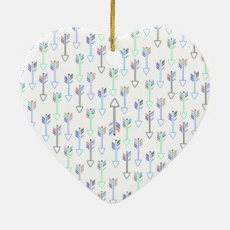 Motif mignon de flèches d'amusement petit ornement cœur en céramique