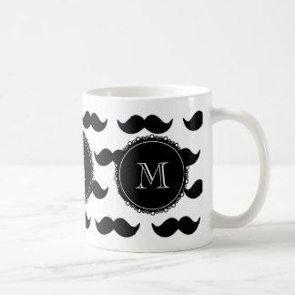Motif noir de moustache, votre monogramme mug blanc