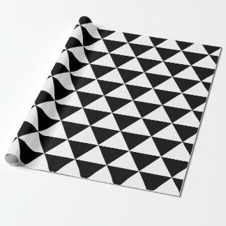 Motif noir et blanc de triangle papier cadeau