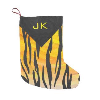 Motif noir et orange de tigre de monogramme petite chaussette de noël