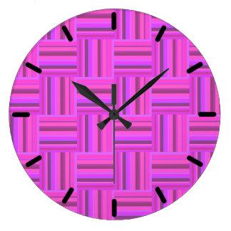 Motif rose d'armure de rayures grande horloge ronde