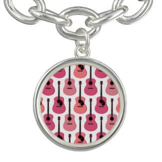 Motif rose de guitares acoustiques bracelets avec breloques