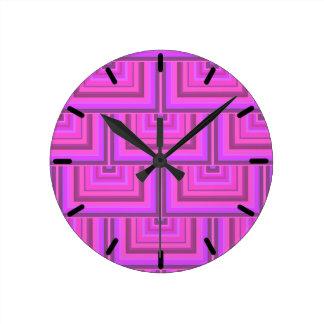 Motif rose d'échelles de carré de rayures horloge ronde