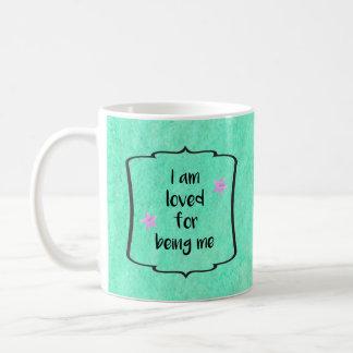 Motivation d'affirmation d'acceptation de beauté mug blanc