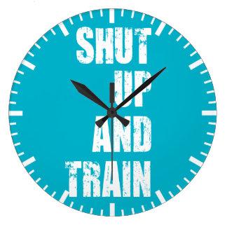 Motivation de gymnase de culturisme - fermée et grande horloge ronde