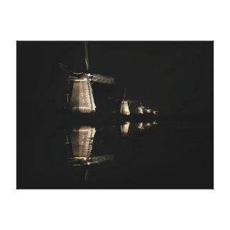 Moulins à vent lumineux à la copie de toile de