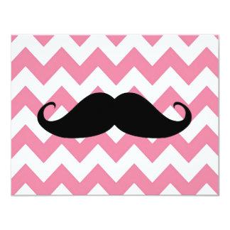 Moustache noire drôle et motif rose de Chevron Carton D'invitation 10,79 Cm X 13,97 Cm