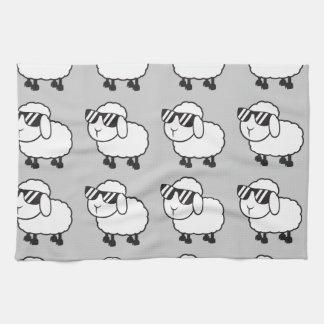 Moutons blancs dans la bande dessinée de lunettes linge de cuisine