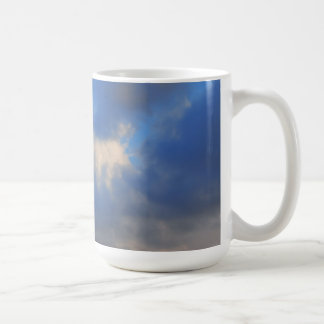 Mug Arrière - plan de ciel avec des nuages noirs